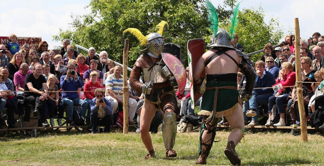 Bekijk gladiatorengevechten of pak een schild en leer jezelf verdedigen zoals de Romeinen. Foto: RomeinenNU.