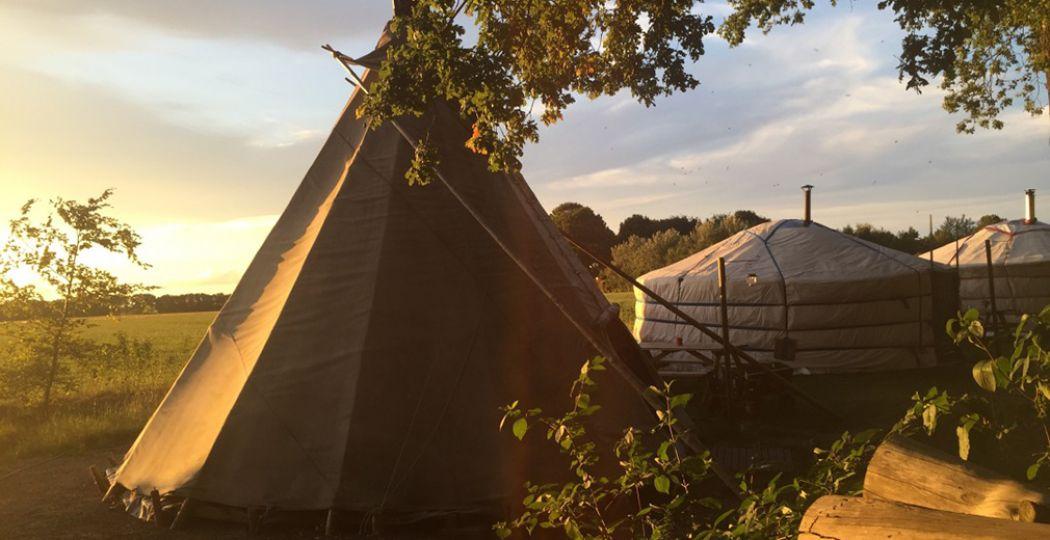 Maak een avontuur van je kampeervakantie en slaap in een tipi of Mongoolse yurt. Foto: 't Buitenland