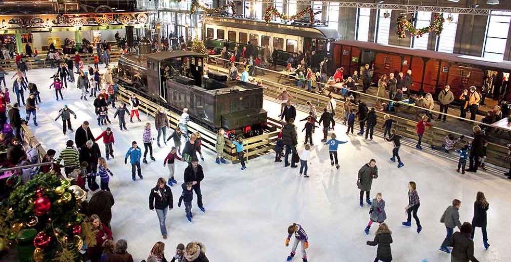 Gezellig schaatsen tussen de locomotieven in Utrecht. Foto: Het Spoorwegmuseum.