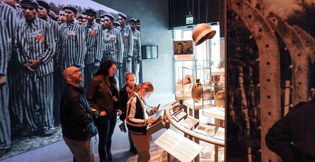 In de vaste tentoonstelling 'Kamp Vught: zeven seizoenen en 32.000 verhalen' zie en hoor je de echte verhalen uit de oorlogsjaren. Foto: Redactie DagjeWeg.NL