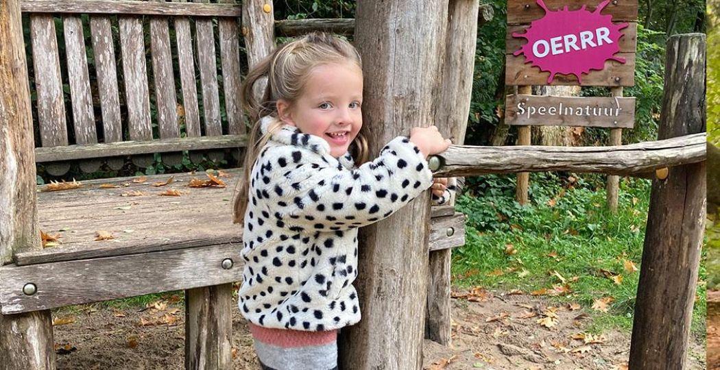 Natuurspeeltuinen zijn een heerlijke plek voor kinderen, zoals de OERRR speeltuinen van Natuurmonumenten. De meeste zijn toegankelijk voor alle kinderen, ook als ze in een rolstoel zitten kunnen ze hier meedoen met de andere kinderen. Foto: DagjeWeg.NL