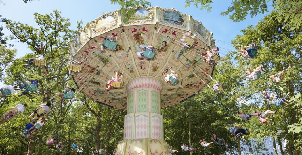 De droom van veel kinderen: vakantie vieren in een attractiepark! Het kan onder andere bij Duinrell. Foto: Duinrell