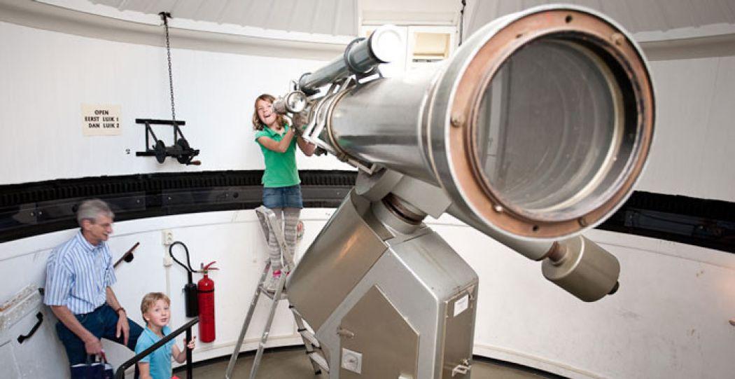 Kijk door de enorme telescoop in Sonnenborgh! Foto: Timo van der Horst.