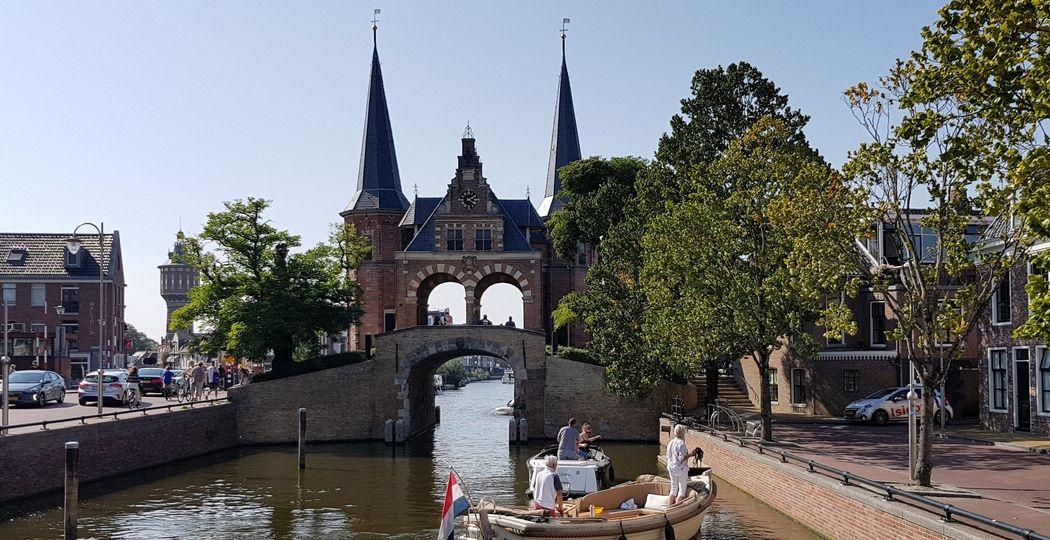 De iconische Waterpoort in Sneek. Foto: DagjeWeg.NL © Tonny van Oosten