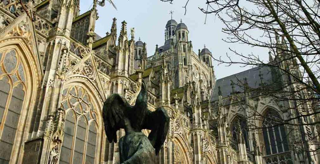 Sint Janskathedraal in 's-Hertogenbosch. Fotograaf:  Bert Kaufmann . Licentie:  Sommige rechten voorbehouden . Bron:  Flickr.com .