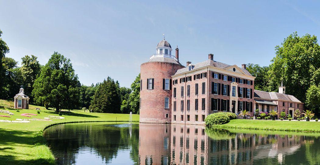 De Tweede Wereldoorlog had een grote invloed op kastelen en buitenplaatsen. Zo werd een groot deel van de tuin van Kasteel Rosendael verwoest door een verdwaalde V2-raket en was de ronde toren een schuilplaats. Lees er alles over op de site van De Dag van het Kasteel Digitaal. Foto: Kasteel Rosendael