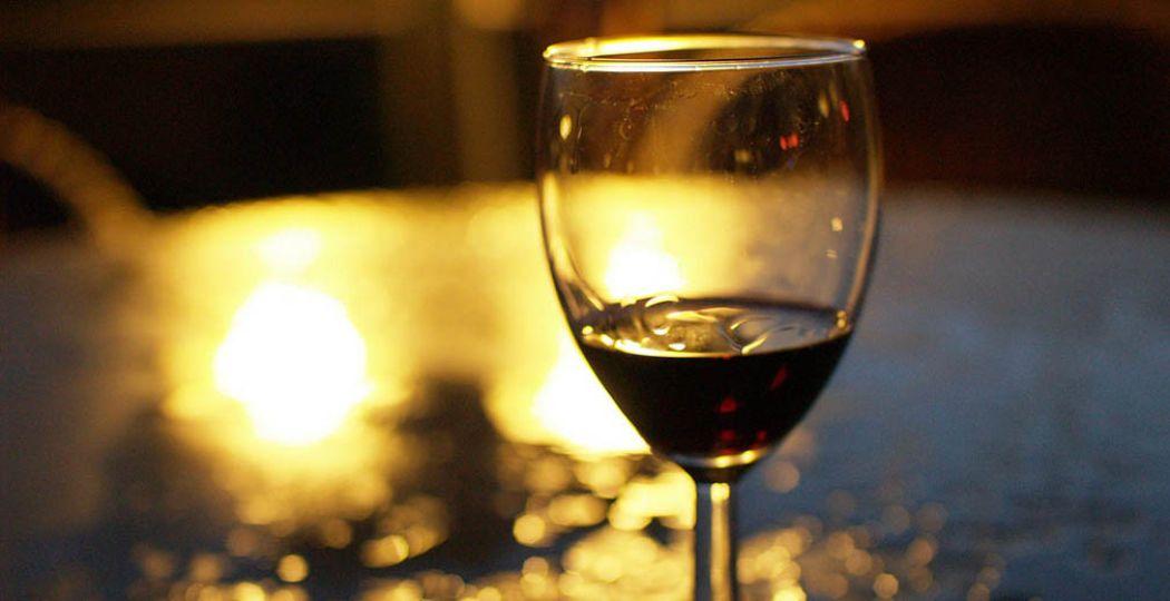 Schuif aan op een van de beste terrasjes voor een lekker een wijntje. Foto:  Flickr, Andrei Niemimäki  /  CC BY-SA 2.0 .