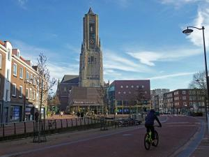 De Eusebiuskerk torent overal bovenuit. Foto: Redactie DagjeWeg.NL
