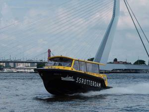 Foto: Watertaxi Rotterdam © Wim de Jong