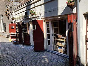 In het oude brandspuithuisje vind je nu een pottenbakkerij en winkeltje. Foto: DagjeWeg.NL