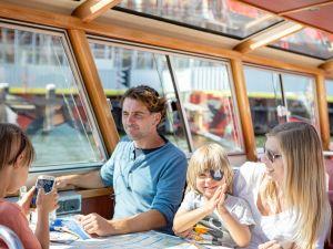 Kinderen kijken hun ogen uit. Foto: Blue Boat Company