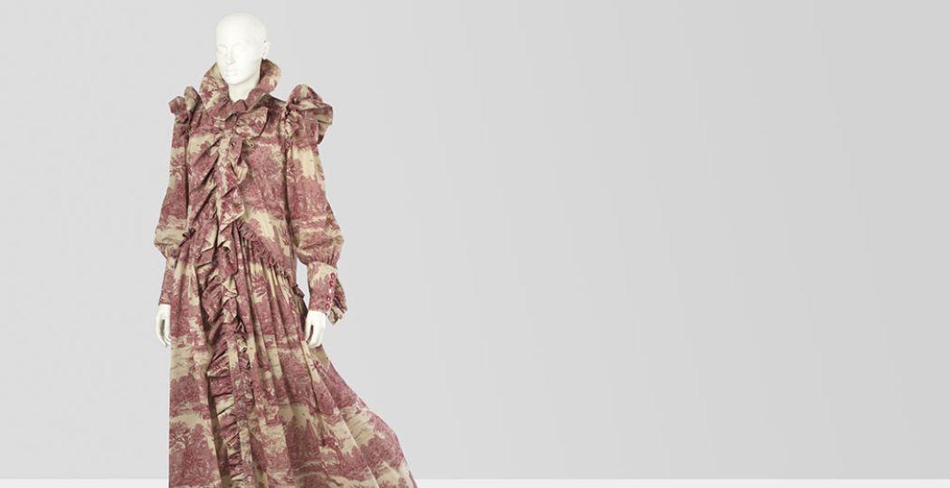 Toile de Jouy jurk uit collectie Wardrobe Three 2016, van Ronald van der Kemp. Collectie Centraal Museum Utrecht; aankoop 2017. Foto: Image & copyrights CMU / Adriaan van Dam 2017.