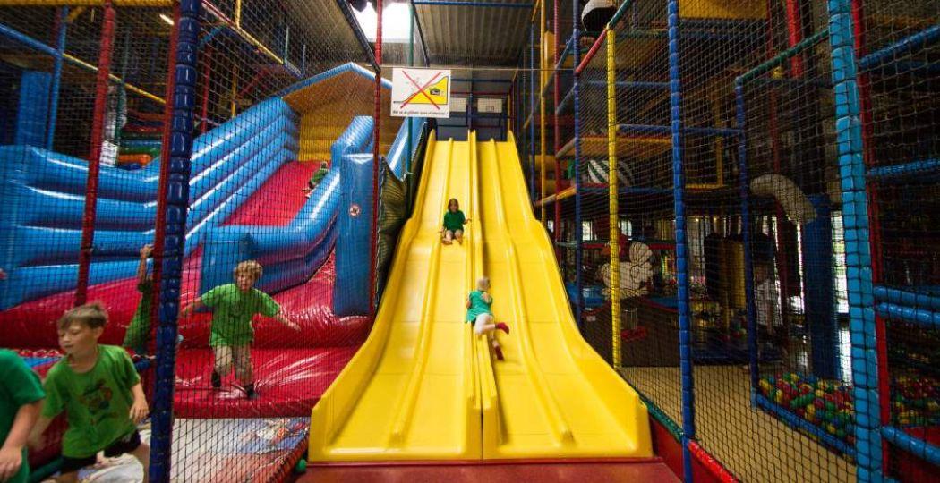 Speel tikkertje met je vrienden in indoor speeltuin MegaPret. Foto: MegaPret