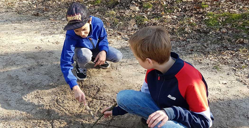 Maak een boeiende speurtocht door de natuur met de Nature Game. Foto: Nature Game