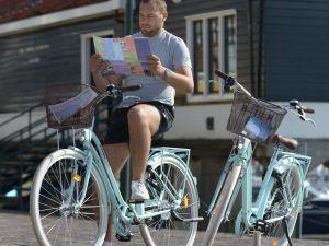 Lekker touren op de e-bike of chopper! Foto: Volendam Rent & Event.
