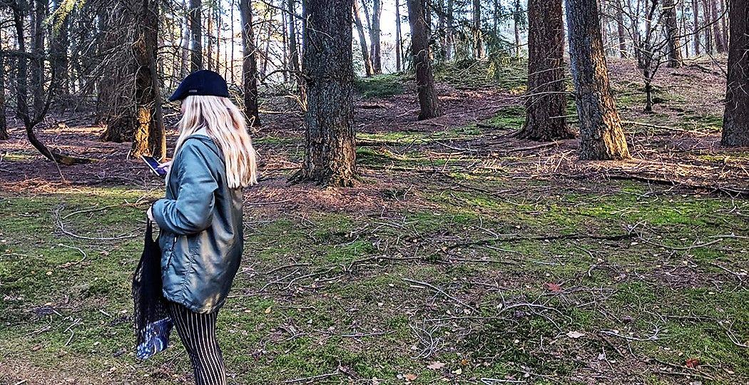Wandelen, fietsen, schatten zoeken in de natuur: bekijk de leukste apps om buiten op avontuur te gaan. Op de foto: Evelijn Vink. Foto: DagjeWeg.NL © Jonna Arendse