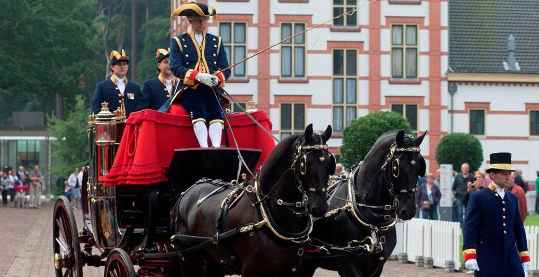 Bekijk prachtige koetsen en koninklijke paarden op Paleis Het Loo. Foto: Menno Mulder.
