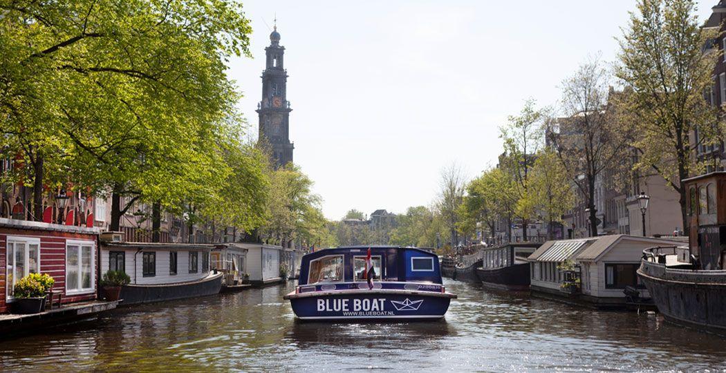 Vaar over de wereldberoemde Amsterdamse grachten langs de mooiste plekjes van de stad. Foto: Blue Boat Company