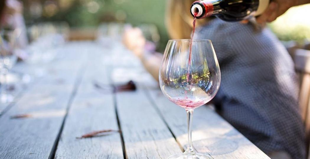 Laat je op een van deze tien topterrassen een wijntje inschenken. Foto:  Pexels, CC0 License .