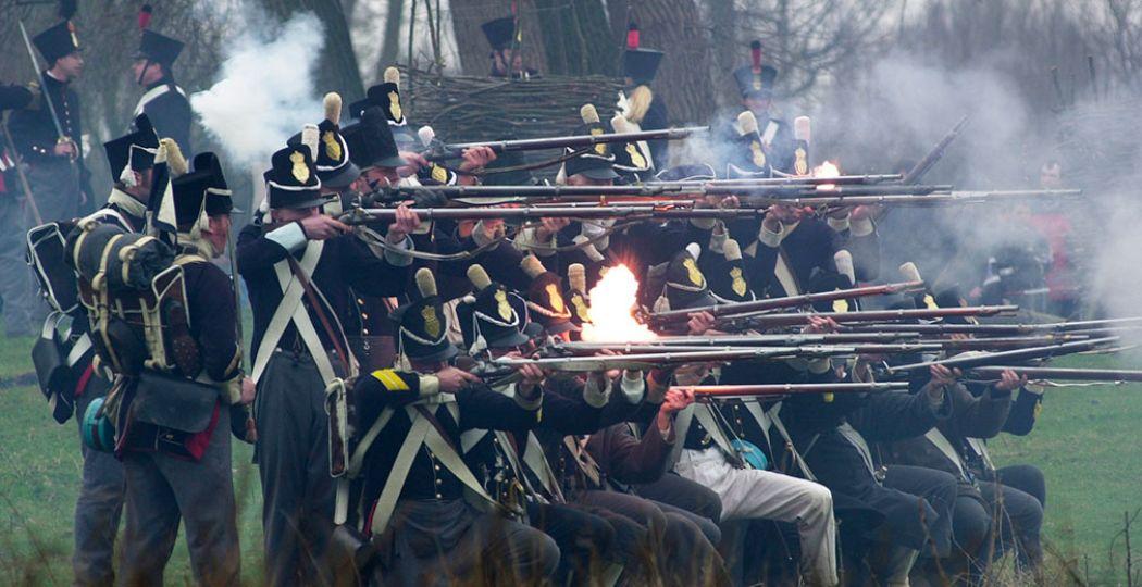 Op Slot Loevestein kun je tijdens de voorjaarsvakantie een echte veldslag uit de achttiende eeuw meemaken. Foto: Slot Loevestein.