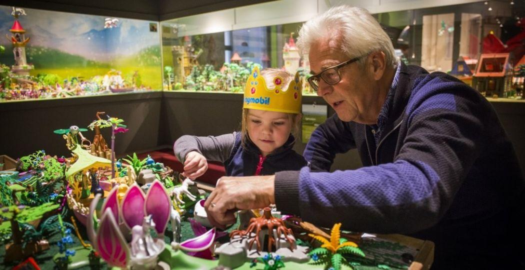 40 PLAYMOBIL - Een avontuurlijke reis door de tijd brengt verschillende generaties samen. Foto: Limburgs Museum.