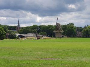 De achterkant van Huis Vilsteren, te zien vanaf het landgoed. Foto: DagjeWeg.NL