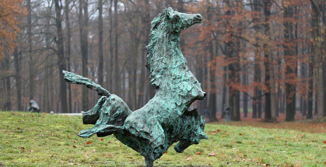 In 2012 werd 'Paardentorso's' ontvreemd uit het beeldenpark. Jits Bakker maakte het 'gewoon' opnieuw. Foto: Stichting Jits Bakker Collectie