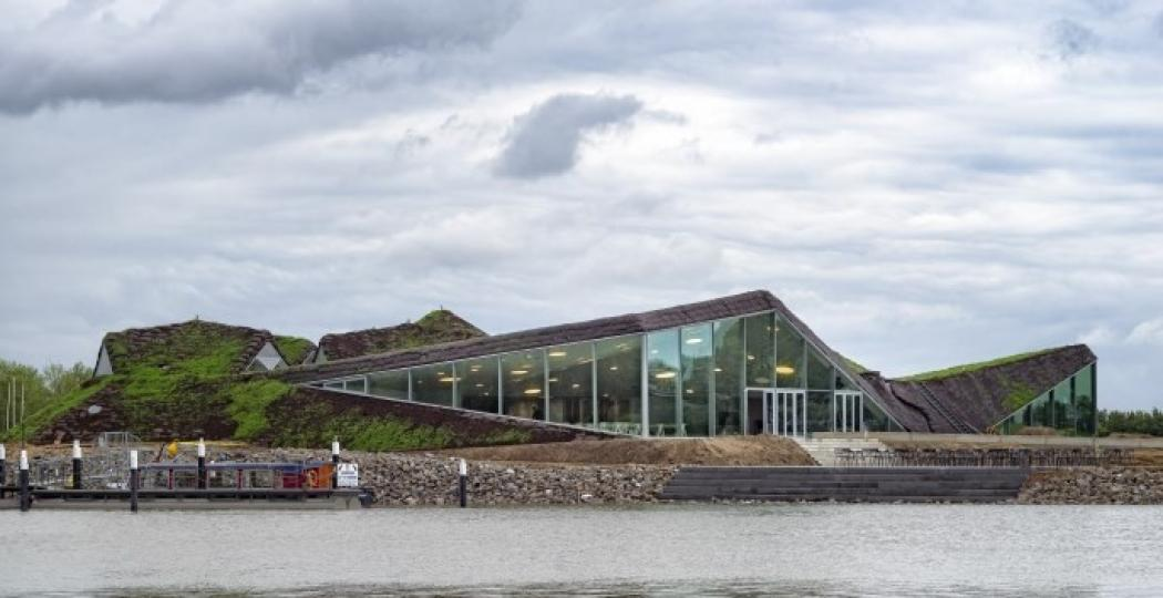 Het nieuwe museum verrijst als het ware uit de natuur. Foto: Ronald Tilleman