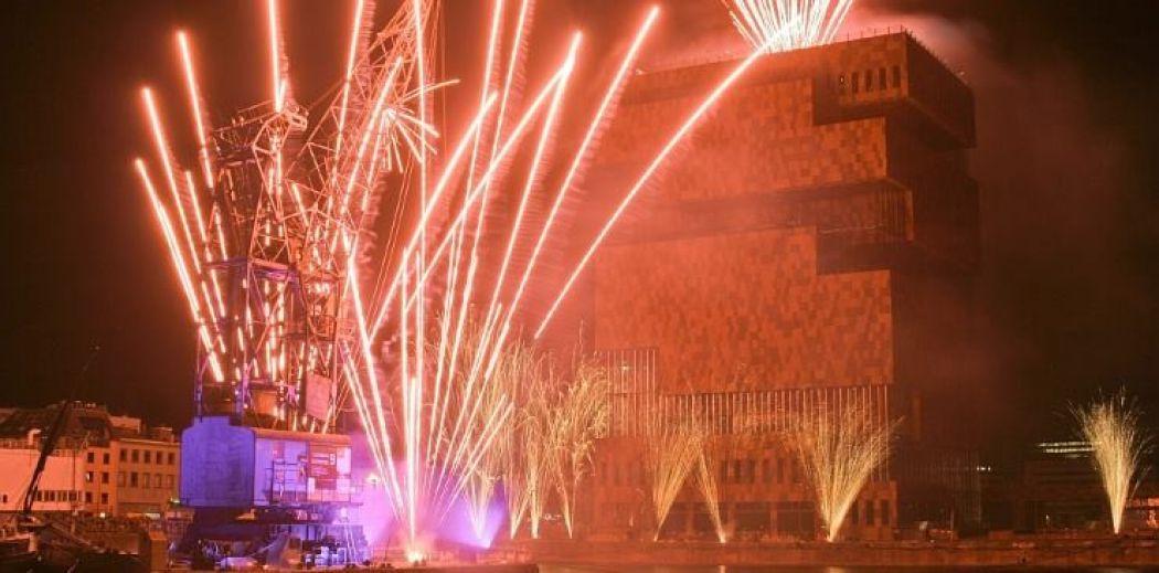 Tijdens het feestweekend ontbreekt natuurlijk geen vuurwerk. Foto: MAS Antwerpen