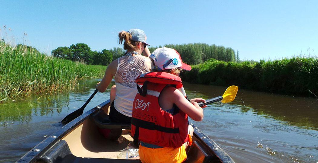 Stap in een kano voor een dag genieten op het water en vaar over de mooie rivier de Dommel met een kano van Rofra. Foto: Rofra