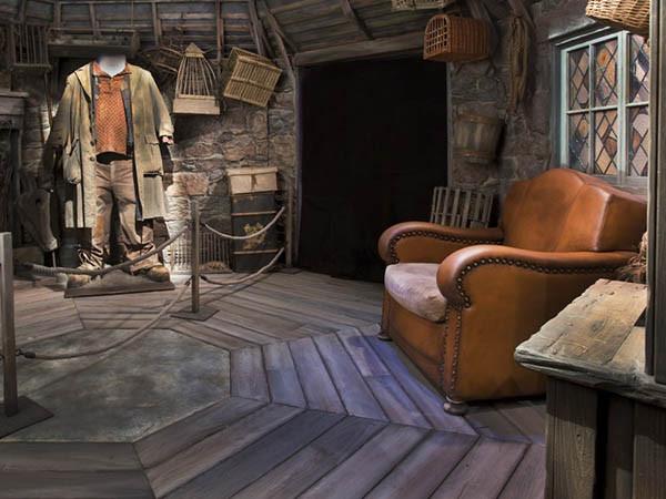 Ga in de grote stoel zitten in Hagrids Hut.