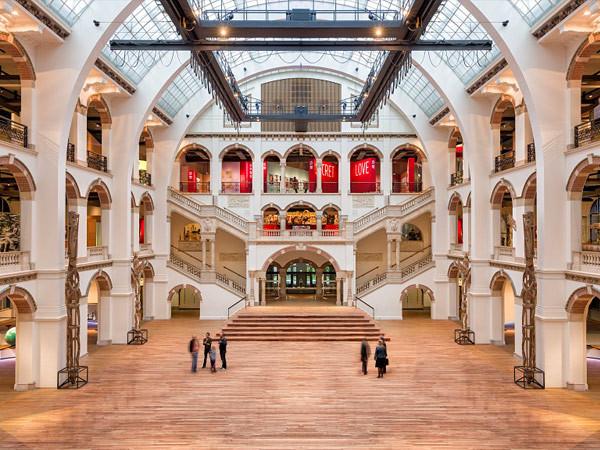 De schitterende Lichthal van het Tropenmuseum.