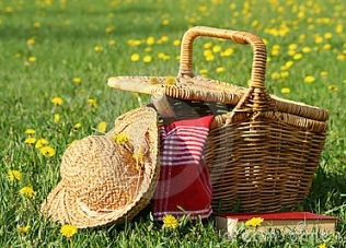 Neem een picknickmand mee het water op.