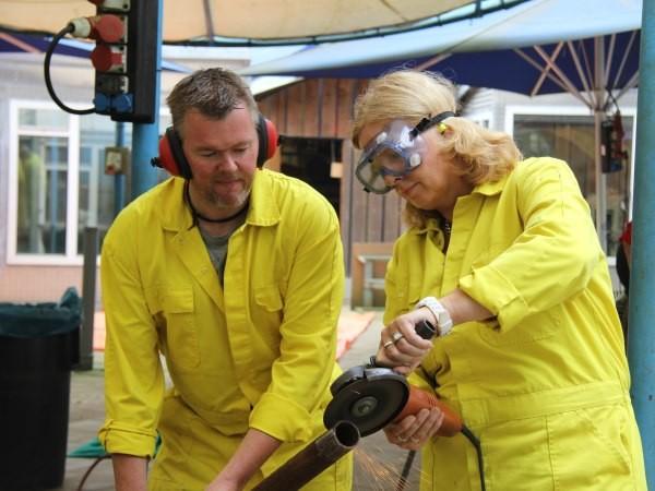 Teamwork op de werkplaats. Foto: Schrootstrijd.