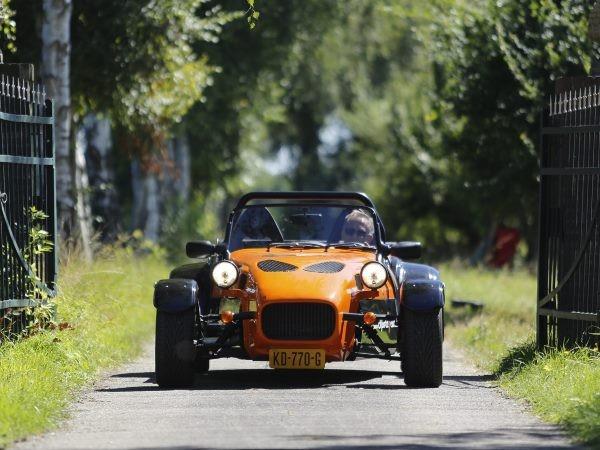 Binnen vijf seconden rijd je 100 km per uur. Foto: Sport7Cars