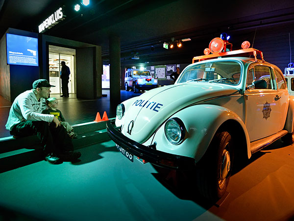Bekijk historische voertuigen. Foto: Veiligheidsmuseum PIT.