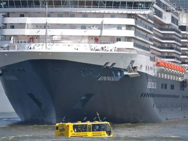Vaar door de Rotterdamse haven.