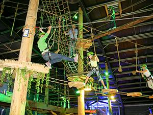 De lucht in bij Coronel Adventure Indoor Klimpark