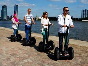 De segways staan klaar. Foto: Segway Rotterdam.