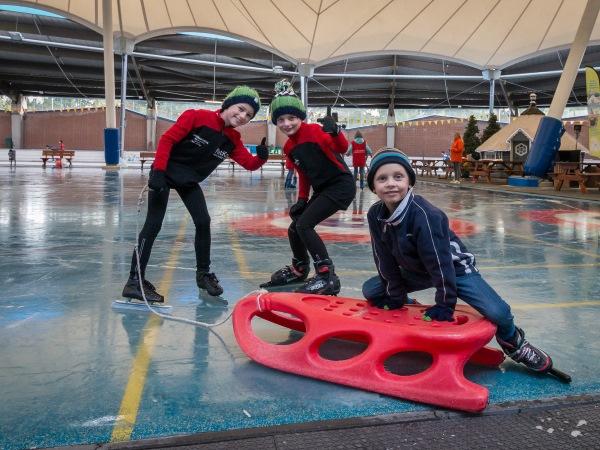 Oefen je schaatskunsten op het IJsplein. Foto: Kunstijsbaan De Scheg.