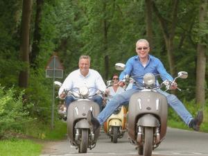 Leuk: rijden op retro scooters. Foto: Het Schwarzwald