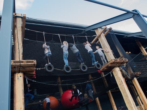 Klim over het touwenparcours!