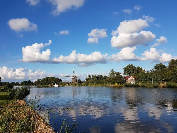Vaar over de mooie Amstel naar Warmond. Foto: Rederij van Hulst