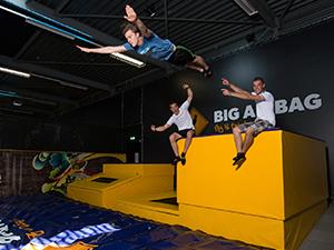 Trotseer de Big Airbag met een meesterlijke duik. Foto: Jumpsquare Nieuwegein.