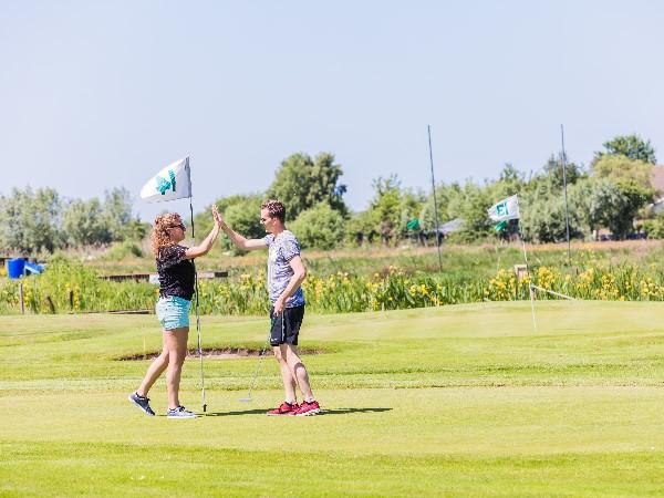 Iedereen kan golfen op een Pitch&Putt-golfbaan! Foto: Kameryck.