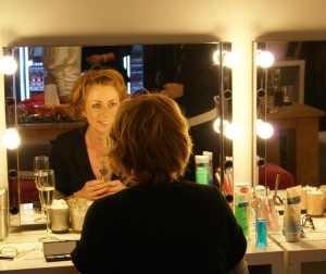 Leer hoe je je make-up goed verzorgt.