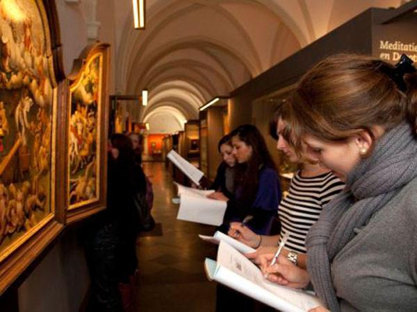 Bewonder schilderijen uit de middeleeuwen.