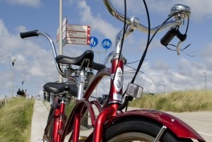 Heerlijk fietsen door Zandvoort. Foto: Behind The Beach.