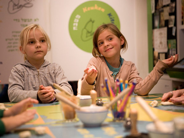 Kinderen maken kennis met de joodse cultuur. Foto: Joods Historisch Kindermuseum.