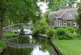 Dorpsgracht van Giethoorn.